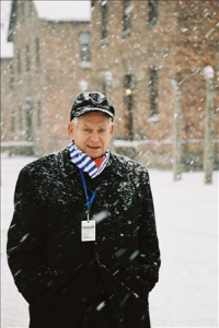 Werner Bab am 27.1.2005 in Auschwitz 2 (1 photo)