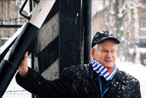 Werner Bab am 27.1.2005 in Auschwitz 5 (1 photo)
