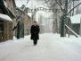 Werner Bab am Tor des Konzentrationslagers Stammlager Auschwitz am 27.1.2005 (2 photos)
